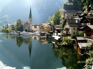http://www.cbc.ca/strombo/news/uncertified-copy-chinese-company-duplicates-an-austrian-town.html